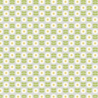 Lewis & Irene - Fat Quarter - Retro Daisy on palest grey